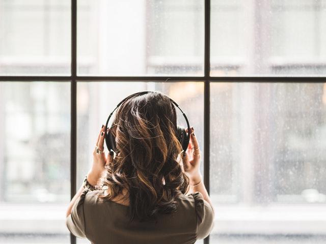 Stänga ute världen med musik